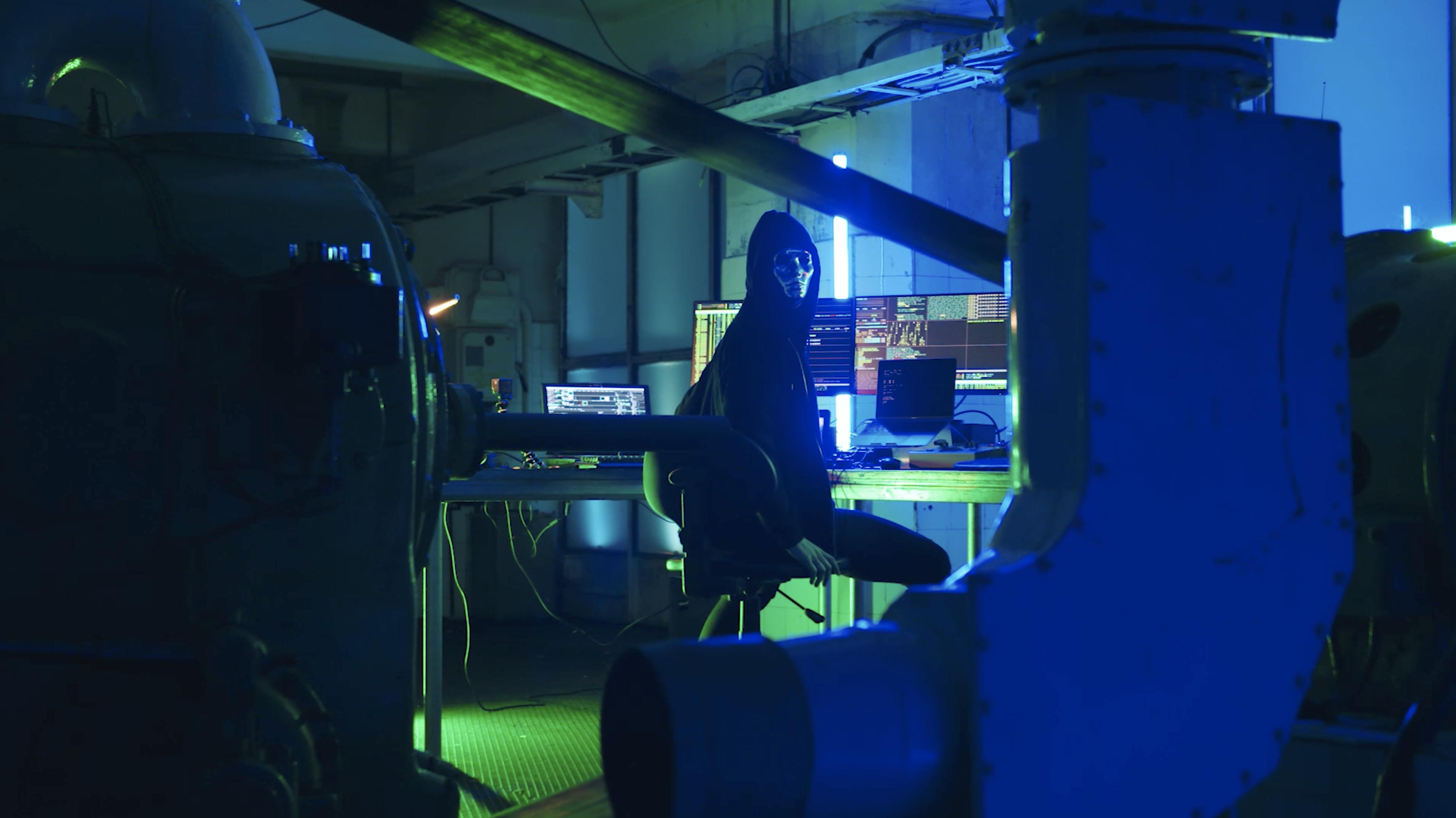 The Hacker – Pre Edit